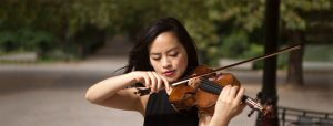 Minn-Mayoe-playing-violin