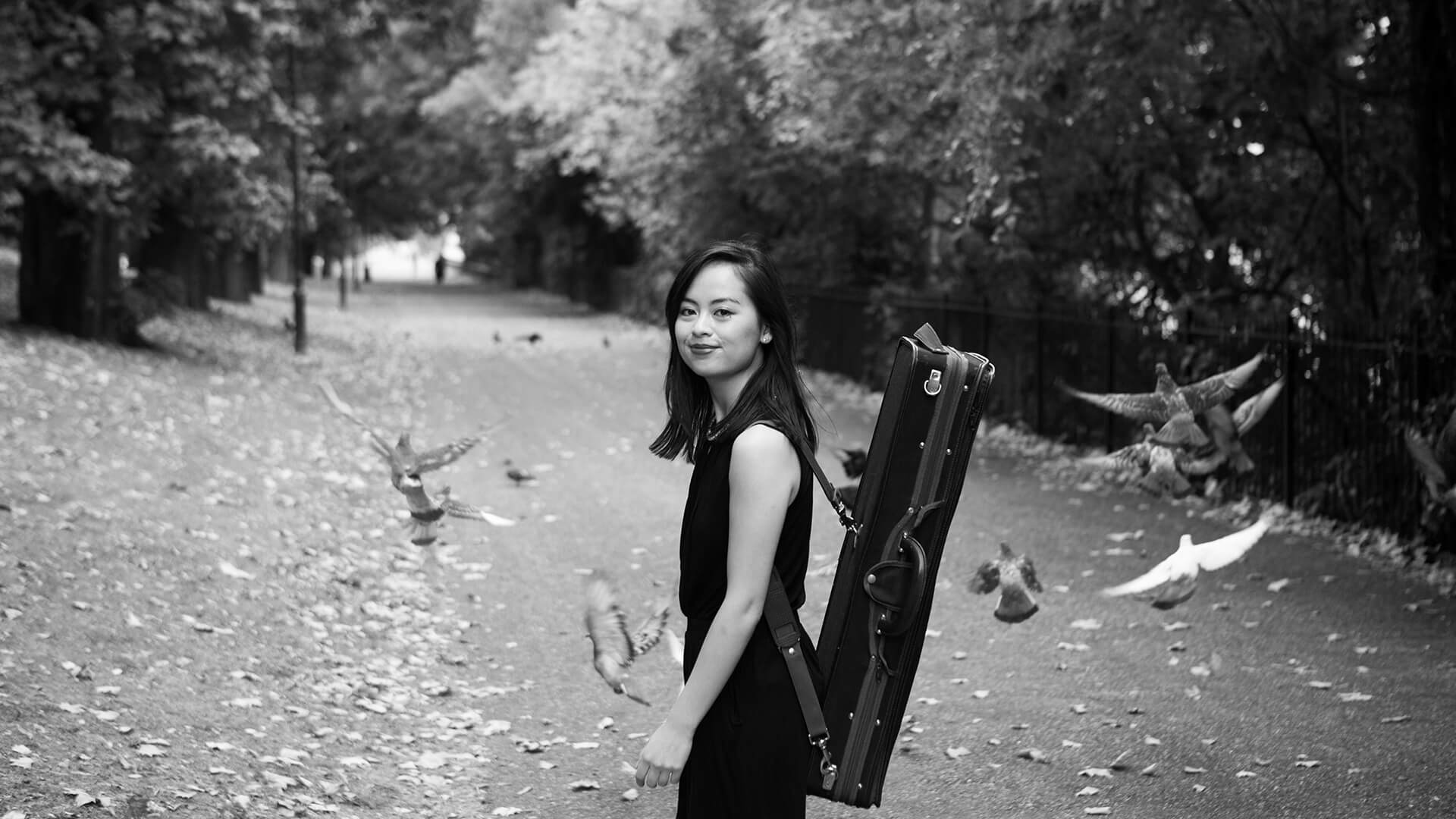Minn-Mayoe-violinist-London-park