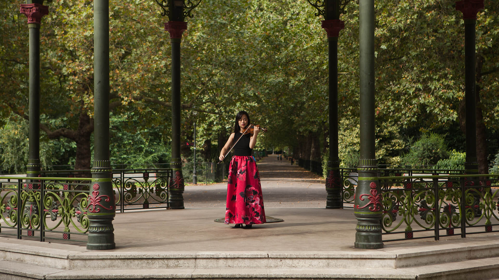 Minn-Mayoe-violinist-London-park2
