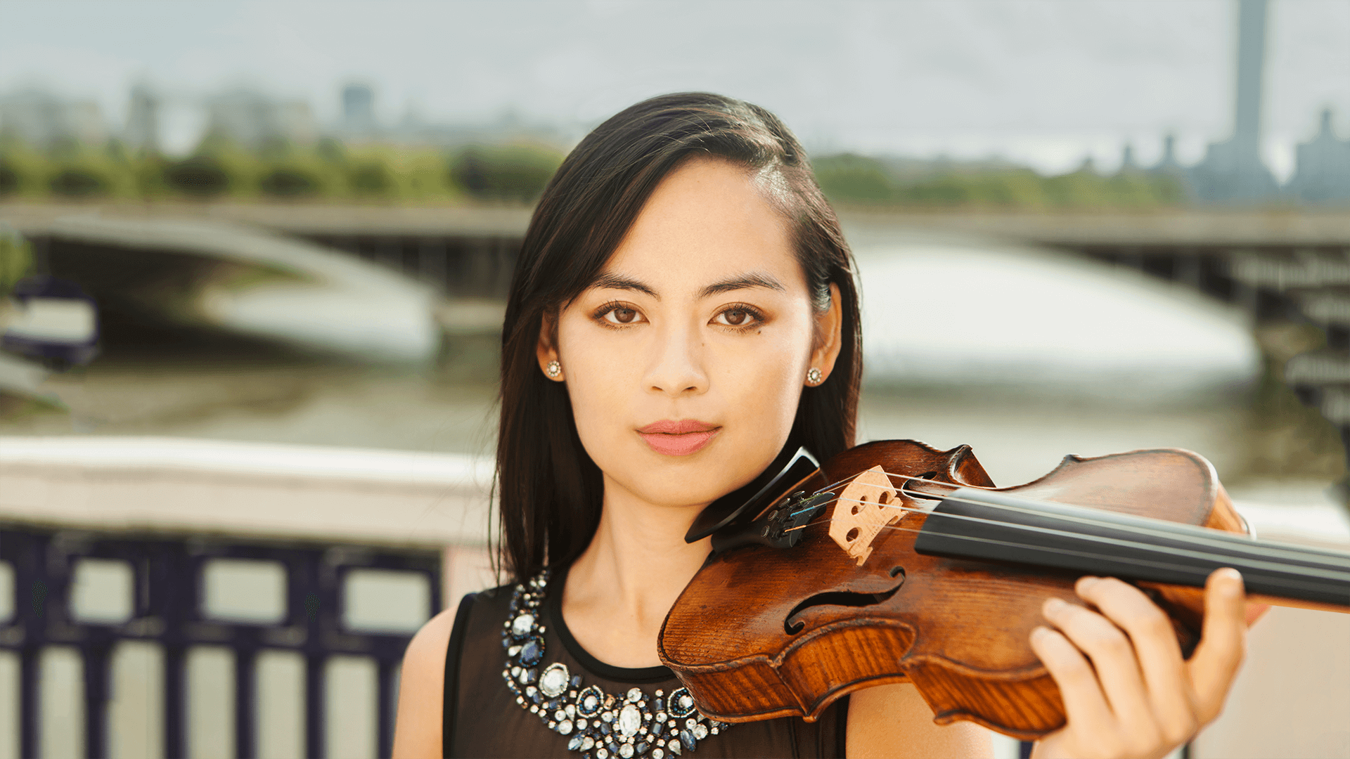 Minn-Mayoe-violinist-London1